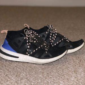Adidas Arkyn black size 6.5